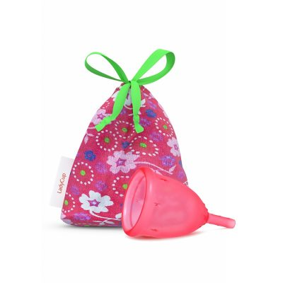 05-ladycup-and-bag-sweet-strawberry-1200x900